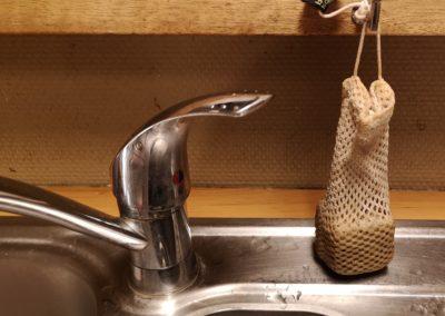 Sac à savon en filet de coton bio à la cuisine