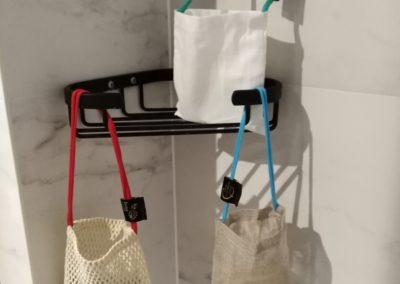 3 sacs à savon dans la salle de bain